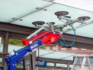 Glasroboter mieten - Glaslifter von Hüffermann Glasmontage - Glasmontagegerät