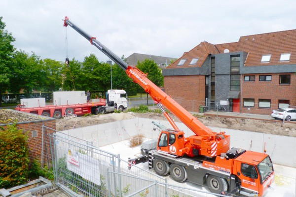 Places of Basement walls in Oldenburg with a Hüffermann Crane