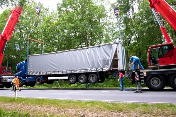Lkw-Bergung mit Hüffermann