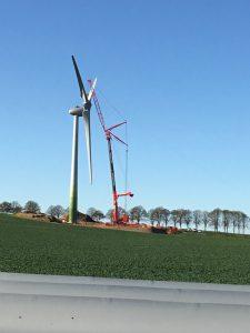 LTM 1500 und Hifskran Hüffermann Windpark