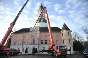 Arbeitsbühne und Kran mieten für Sanierungsarbeiten Schloss Jever