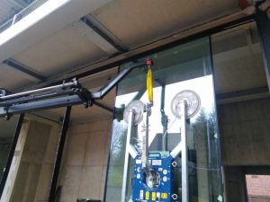Glassauger - Glasmontage mit Saugbatterie - Vakuumheber mieten -Hüffermann Glastechnik