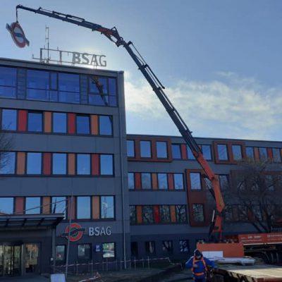 Fassadenarbeiten - Montage - Ladekran mieten von Hüffermann