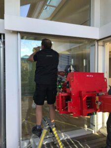 Glasmontagegerät mieten - 3D-Vakuumglasmanipulator von Hüffermann