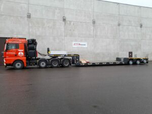 Tiefbett - 3Achs von Faymonville - Hüffermann Transporte + Begleitung